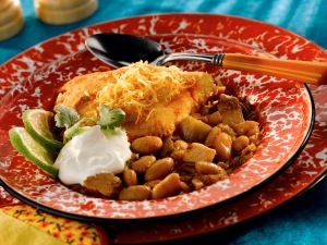 white_chicken_chili_w_cheddar_hushpuppy_crust