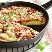 pesto cornbread with chicken and sun dried tomato streusel