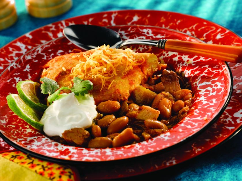 2883_mw_white_chicken_chile_with_cheddar_hushpuppy_crust_high